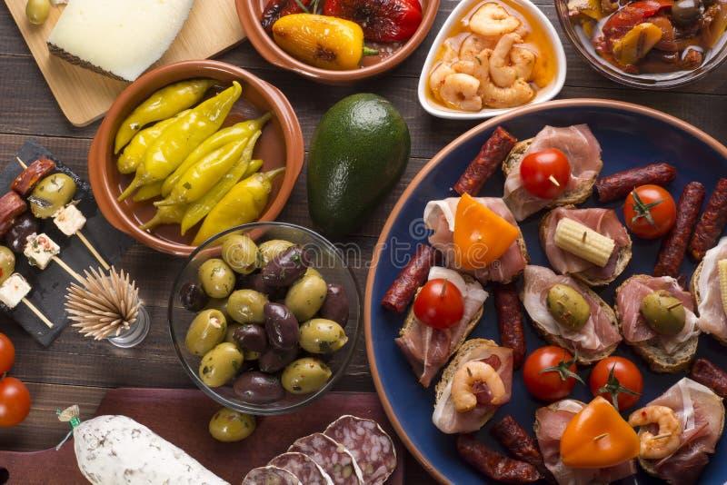 Spaanse tapas op lijst royalty-vrije stock afbeelding
