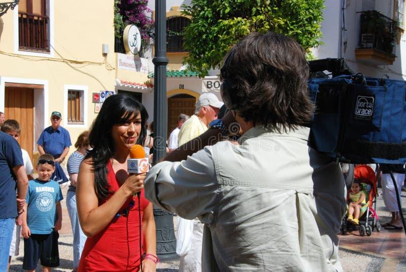 Spaanse televisiepresentator en cameraman royalty-vrije stock afbeeldingen