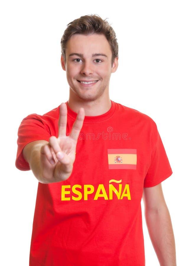 Spaanse voetbalventilator die overwinningsteken tonen royalty-vrije stock foto's