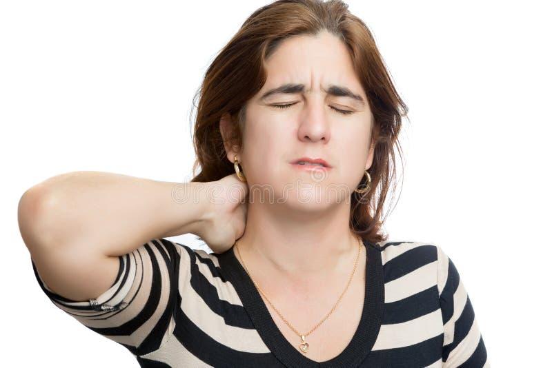 Spaanse vrouw die aan hals of cervicale pijn lijden stock fotografie