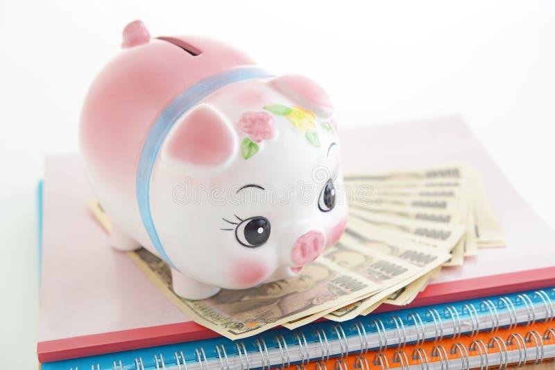 Spaarvarken met Geld stock afbeelding