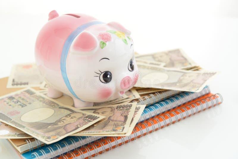 Spaarvarken met Geld royalty-vrije stock afbeeldingen