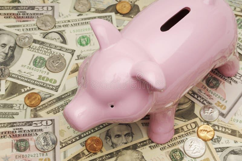 Spaarvarken op Dollarrekeningen royalty-vrije stock afbeeldingen