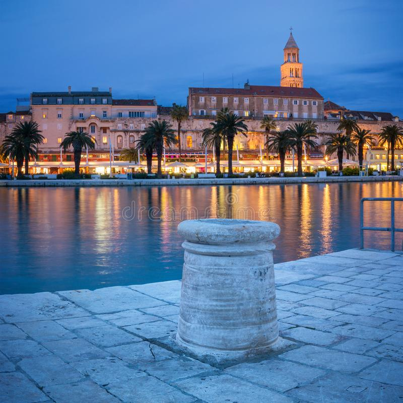 Spaccatura alla notte, Croazia fotografia stock libera da diritti
