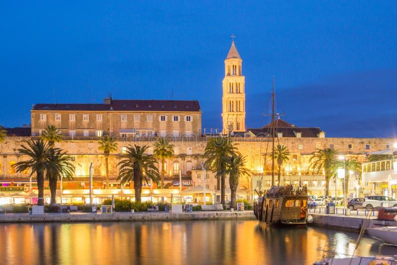 Spaccatura alla notte, Croazia fotografie stock