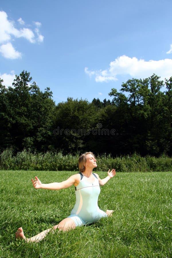 Spaccature di yoga fotografia stock