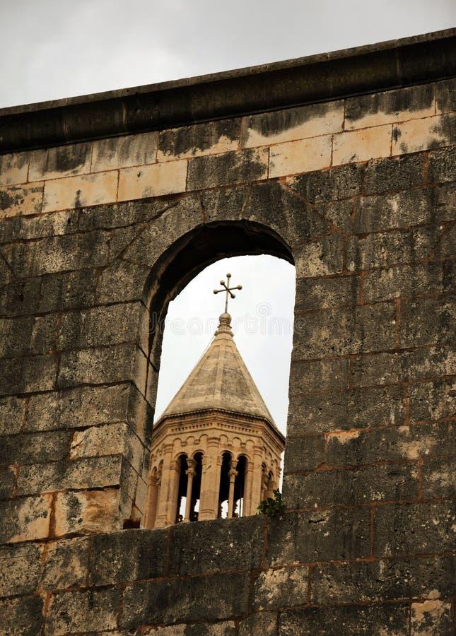 Spacchi, la Croazia - torre della cattedrale di Domnius del san fotografia stock libera da diritti