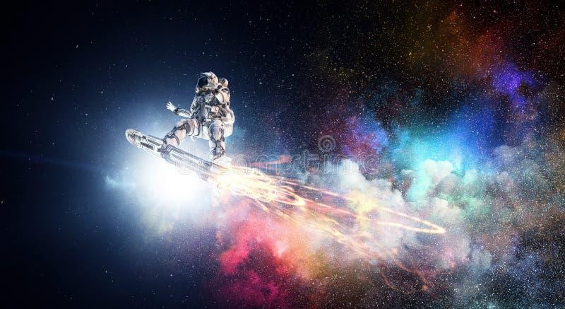 Spaceman στον πετώντας πίνακα Μικτά μέσα στοκ φωτογραφία με δικαίωμα ελεύθερης χρήσης