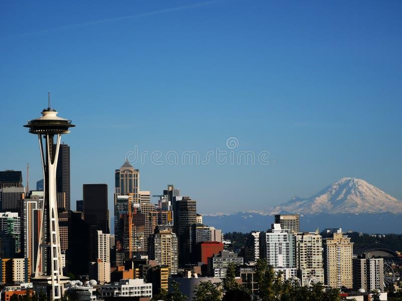 Spaceneedle di Rainer del supporto del supporto dell'orizzonte di Seattle fotografia stock libera da diritti