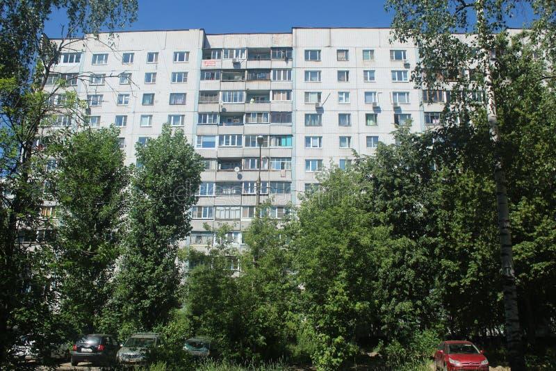 Spacer Korolev Między Isaeva i Kooperativnaja ulicą obrazy stock