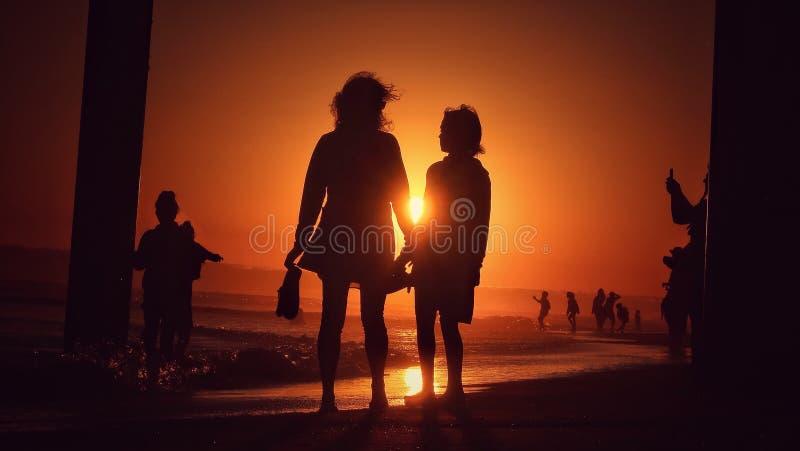 spacer na plaży obrazy royalty free