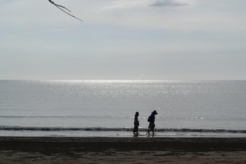 Spacer na plaży 2 zdjęcia stock