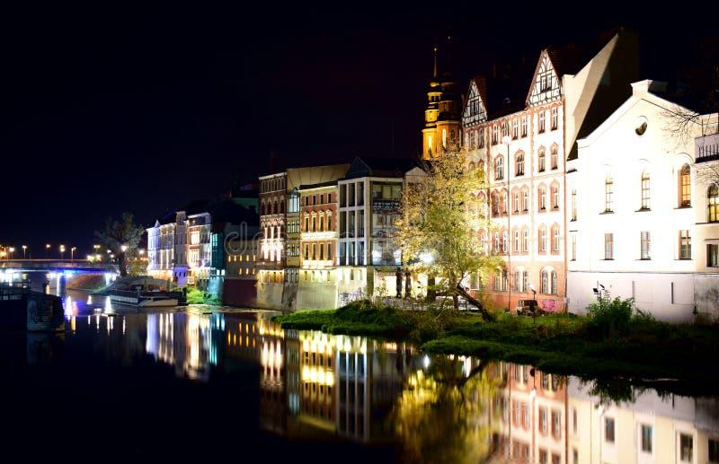 Spacer wokoło miasta przy nocą fotografia royalty free