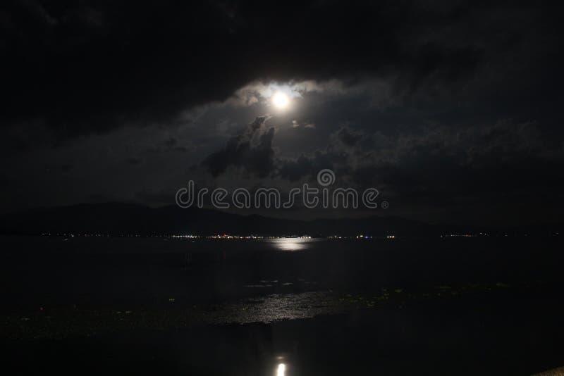 spacerować w nocy obrazy stock