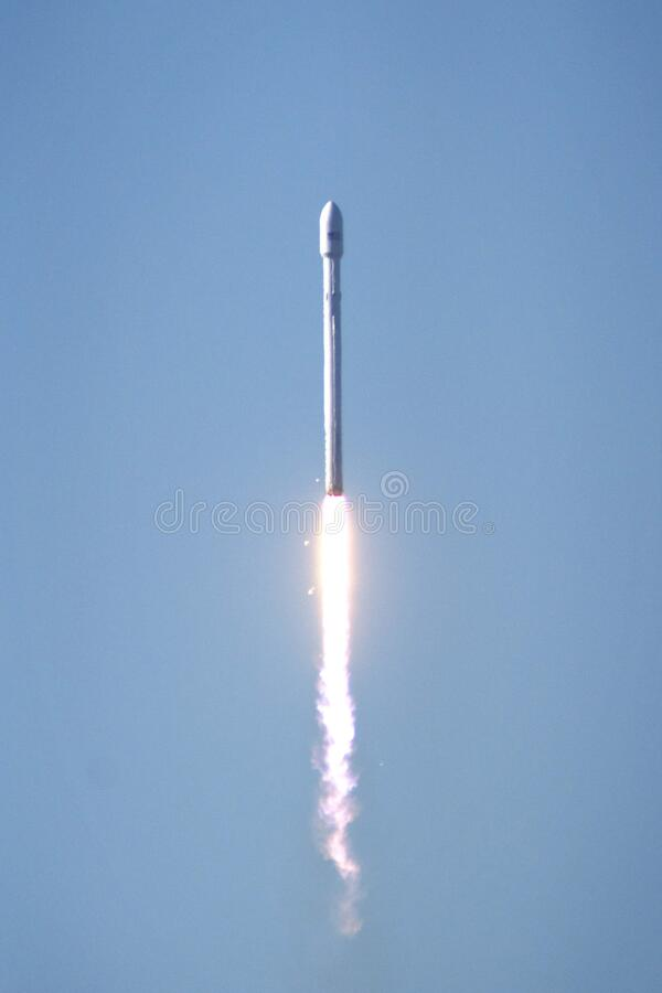 Spacex Falcon Rocket Liftoff Free Public Domain Cc0 Image