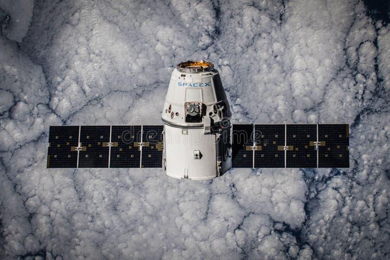 Spacex satelita w przestrzeni