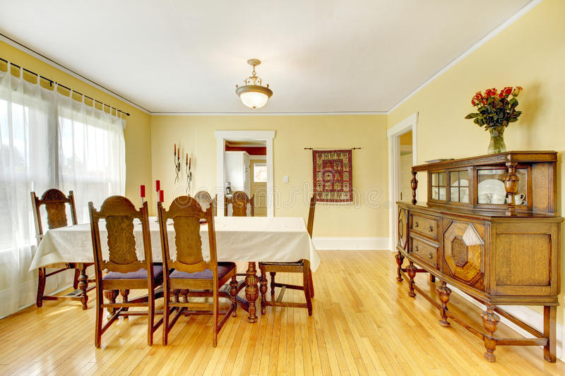 Spacious Wood Carved Dining Room Stock Photography