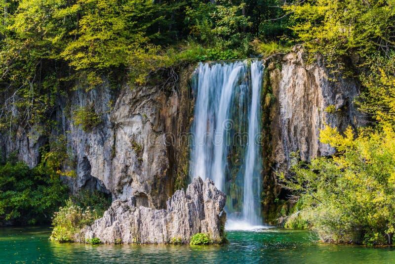Spadać kaskadą Plitvice jeziora w Chorwacja zdjęcia royalty free