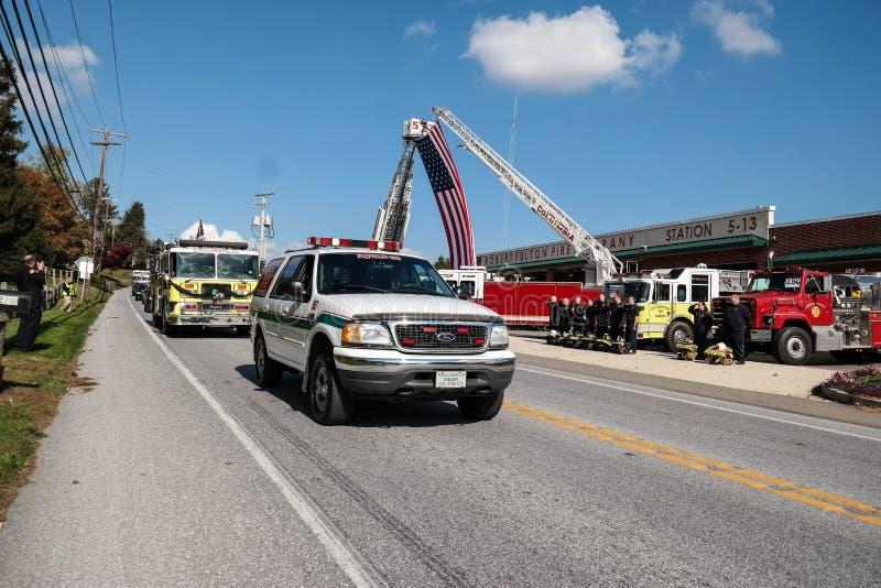 Spadać strażak Honorujący zdjęcie royalty free