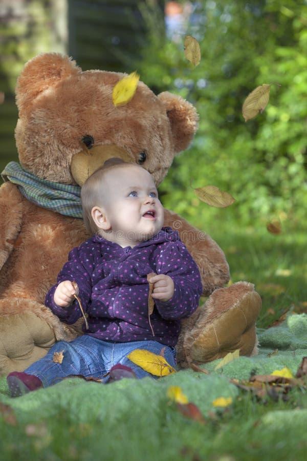 Spada jesień liście fotografia stock