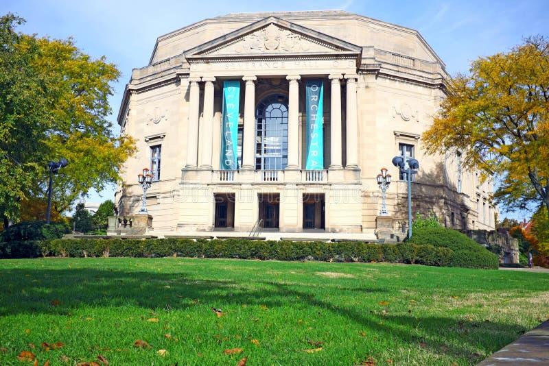 Spadku ulistnienie obramia historycznego odłączanie Hall w Cleveland, Ohio, usa zdjęcia stock