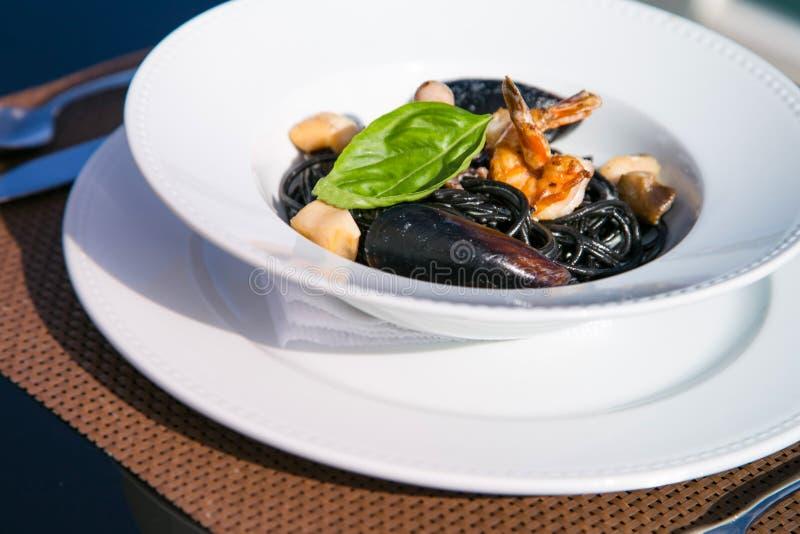 Spagetti με τα θαλασσινά σε ένα πιάτο στοκ φωτογραφίες με δικαίωμα ελεύθερης χρήσης