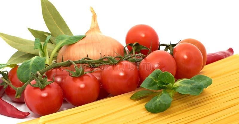 Spagetti italiano da massa com vegetais imagem de stock