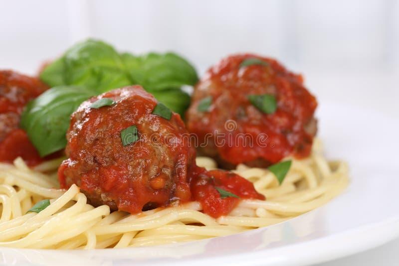 Spagetti med köttbullenudelpasta arkivbild