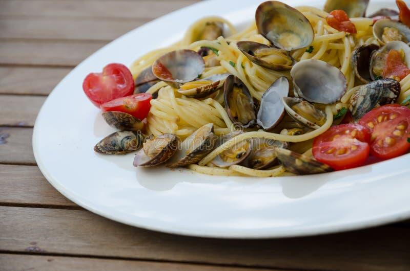 Spagetti med musslor arkivfoton
