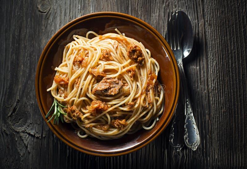 Spagetti med tonfisk royaltyfri foto