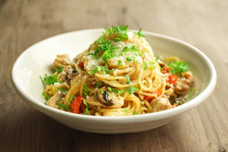 Spagetti one pot pasta with chicken, mushrooms and shallots in a creamy sauce. Spagetti one pot pasta with chicken, mushrooms and shallots in a creamy sauce stock photography