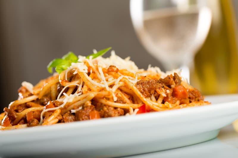 Download Spaghetti immagine stock. Immagine di ristorante, cutlery - 117981535
