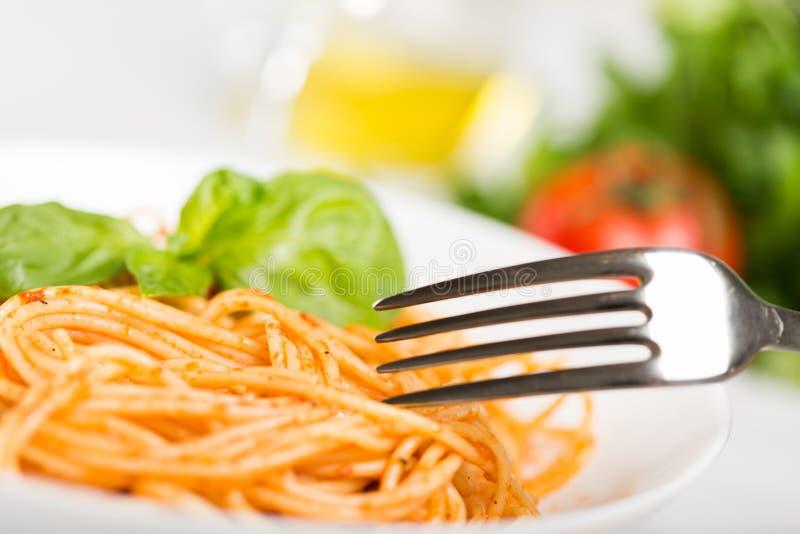 Download Spaghetti immagine stock. Immagine di abbondanza, salse - 117981559