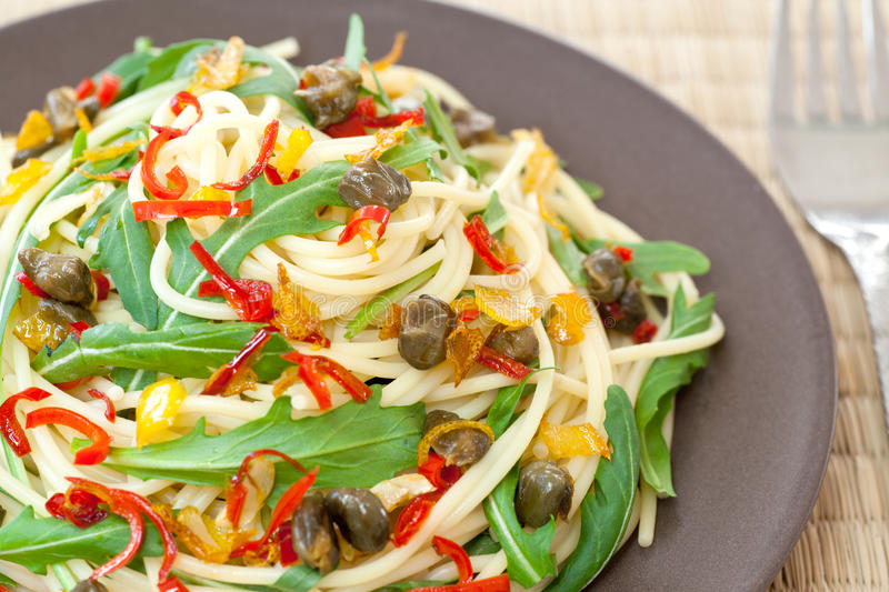 Spaghetti with arugula, chili and onions royalty free stock photos