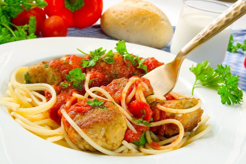 Spaghetti avec des boulettes de viande photos stock