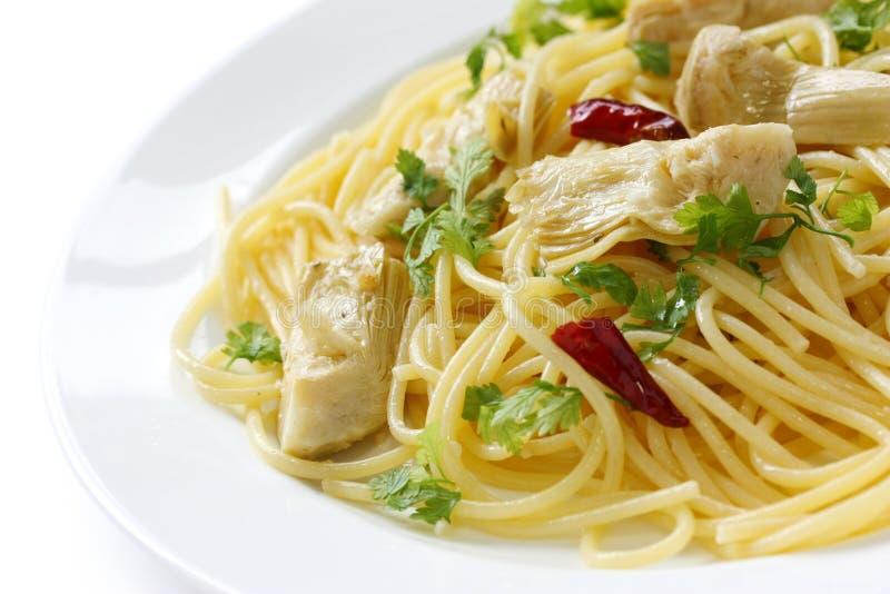 Spaghetti avec des coeurs d'artichaut photo libre de droits