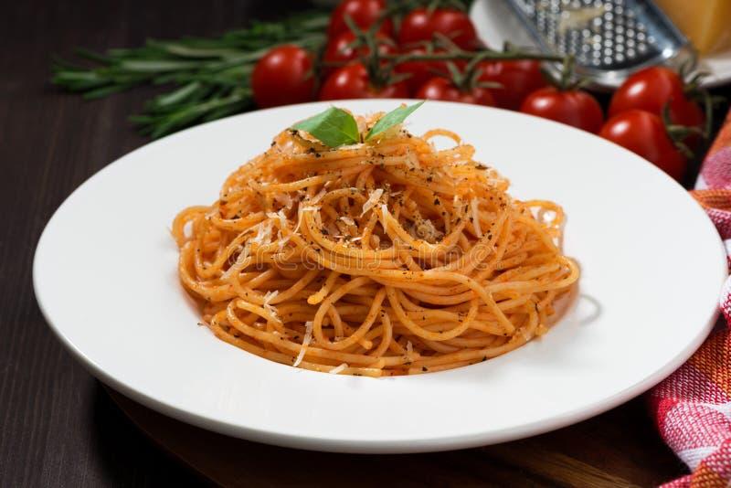 Spaghetti avec la sauce tomate photo stock