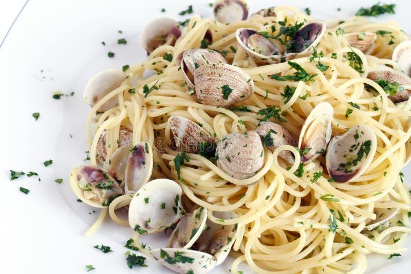 Spaghetti avec le plan rapproché de palourdes photographie stock