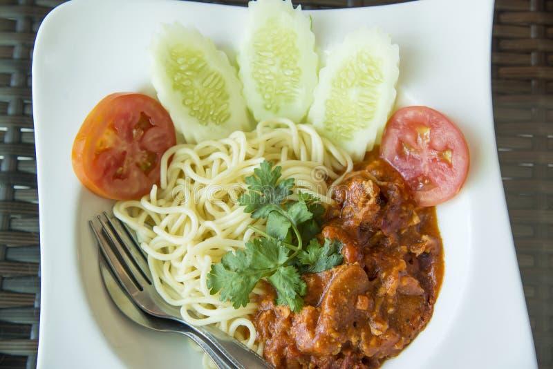 Spaghetti Bolognese op witte plaat stock foto's