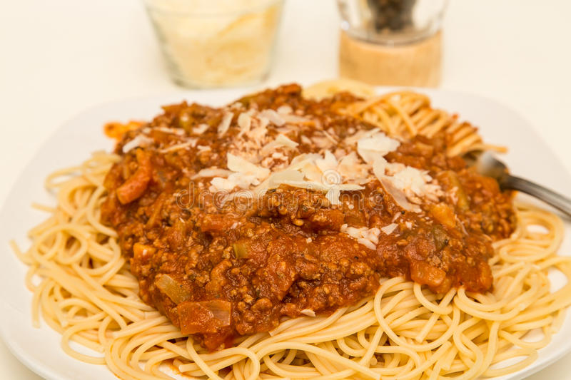 spaghetti bolognese ser parmesan fotografia royalty free