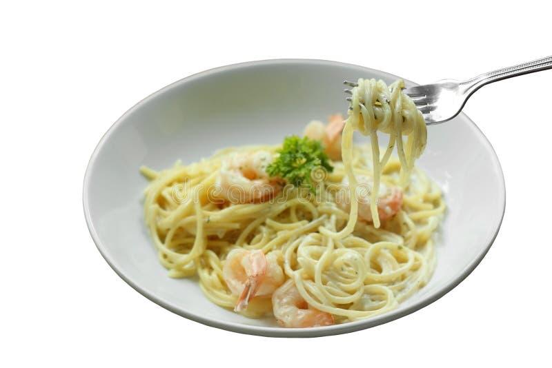 Spaghetti Carbonara o pasta bianca della salsa crema con gamberetto fotografia stock libera da diritti