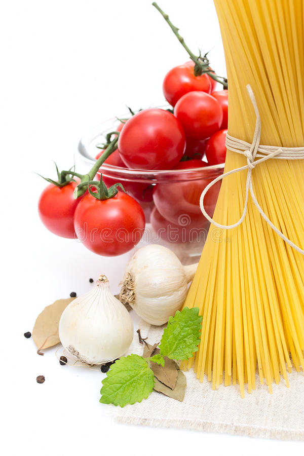 Free Spaghetti, Cherry Tomatoes, Onions, Garlic Stock Image - 24877741
