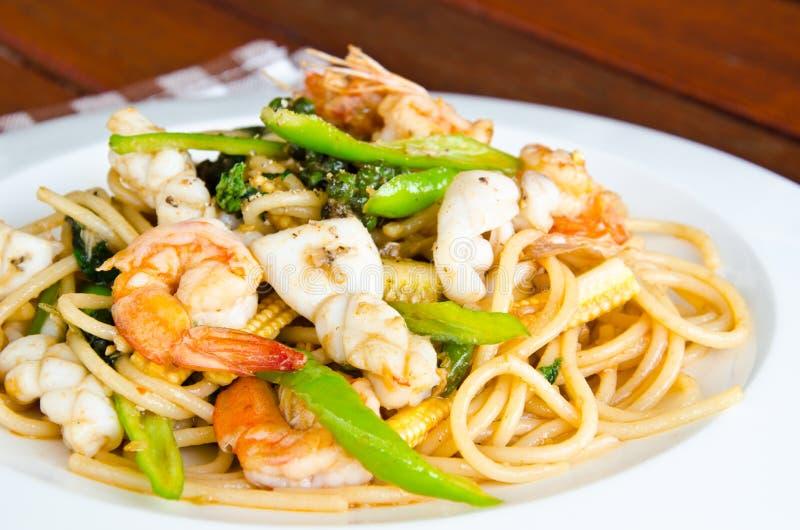 Spaghetti con frutti di mare piccanti fotografia stock libera da diritti