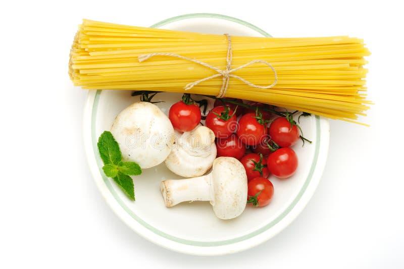 Spaghetti con i ingridients fotografia stock
