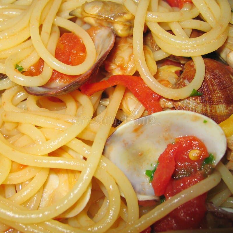Spaghetti con i molluschi fotografie stock
