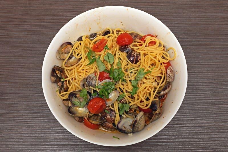 Spaghetti con i molluschi immagini stock libere da diritti