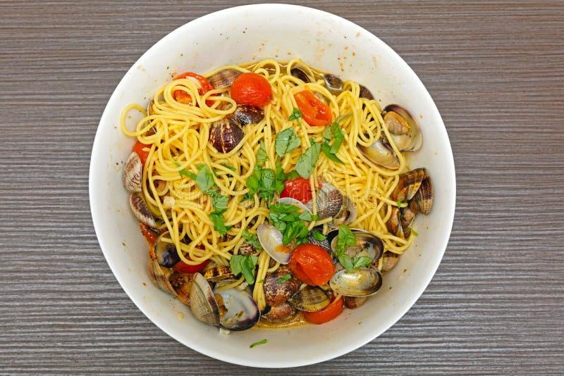 Spaghetti con i molluschi fotografie stock libere da diritti