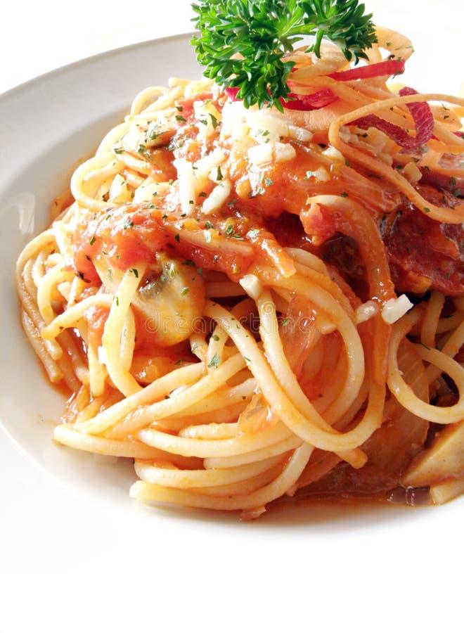 Spaghetti con il pomodoro & i funghi fotografie stock