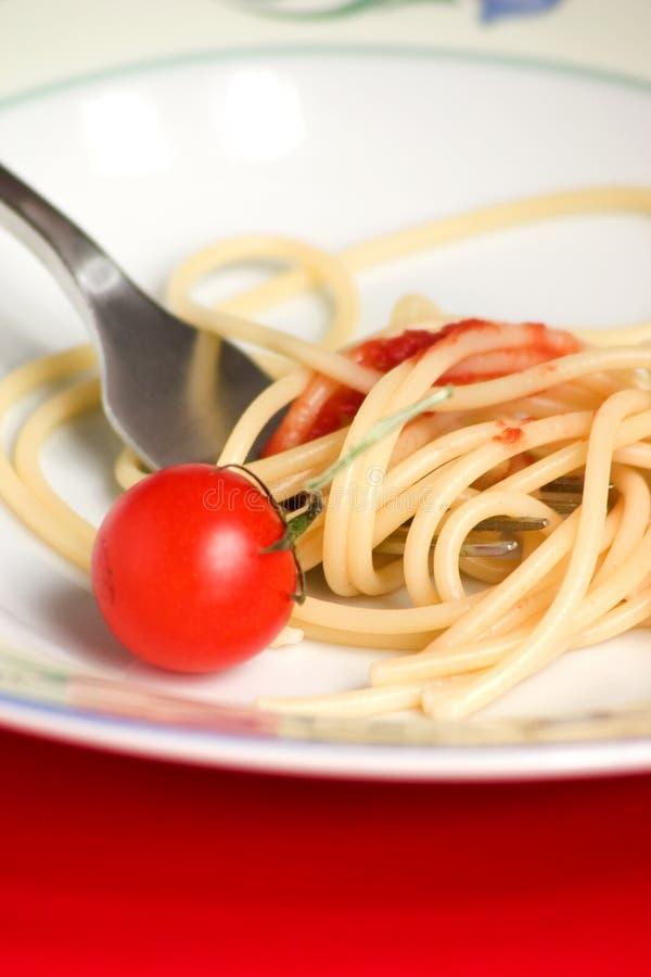 Spaghetti con il pomodoro - pasta fotografia stock
