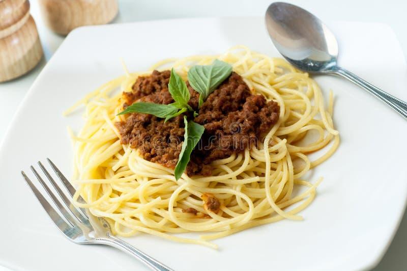 Spaghetti con la salsa cremosa del manzo fotografia stock libera da diritti